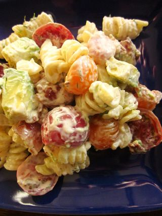 Creamy Bacon Tomato and Avocado Pasta Salad_4